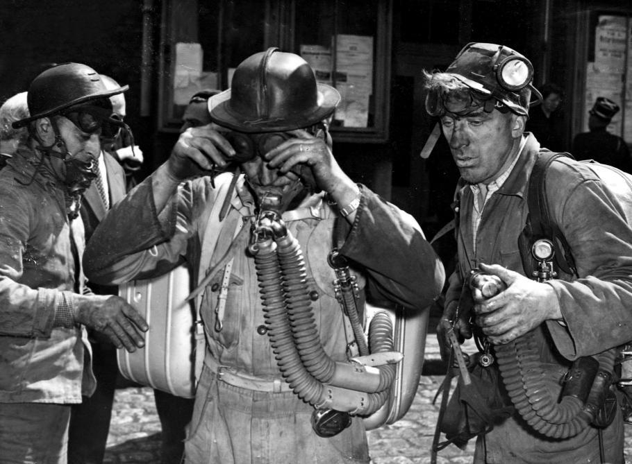 Mineurs avec leurs casques et masques